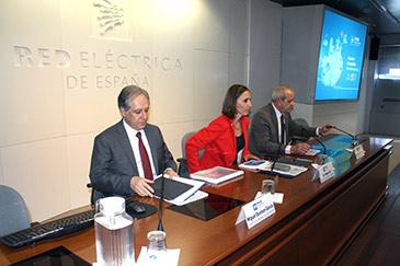 Los directores generales de Operación y Transporte de REE han comparecido antes de la Junta de Accionistas del viernes