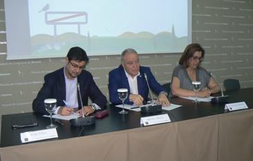 Juan Ávila, Miguel Gracia y María Ángeles Armisén han presentado las conclusiones del Congreso