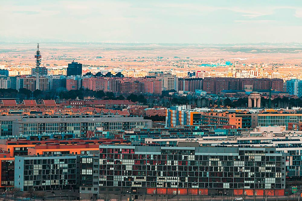 Una decena de edificios sobresalen del resto porque la pendiente media de Zaragoza es casi horizontal. Foto: Subarbe