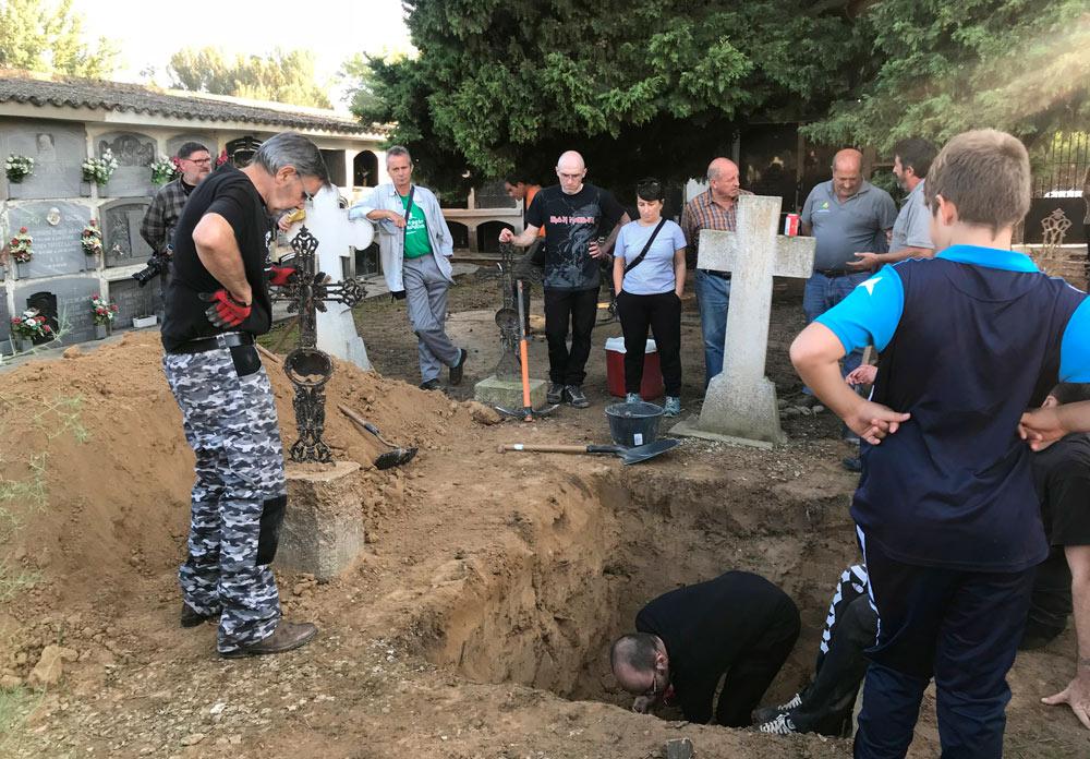 Excavaciones en el cementerio de Rivas