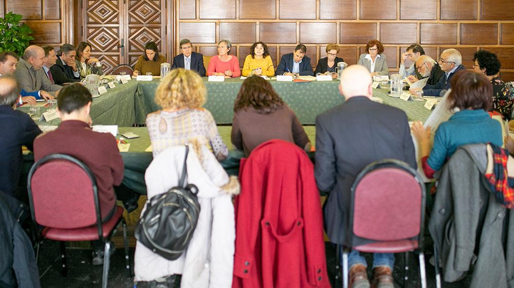 La primera reunión ha tenido lugar este miércoles. Foto: Luis Lacorte