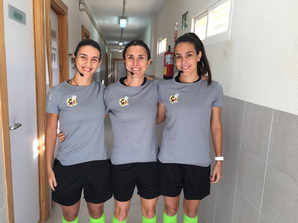 Marta Villanueva, a la derecha, junto a la aragonesa Marta Frías, en el centro, y Carmela Capistros