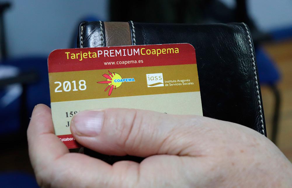 Los mayores poseedores de esta tarjeta podrán realizar sus compras en los comercios de Aragón con un trato favorable