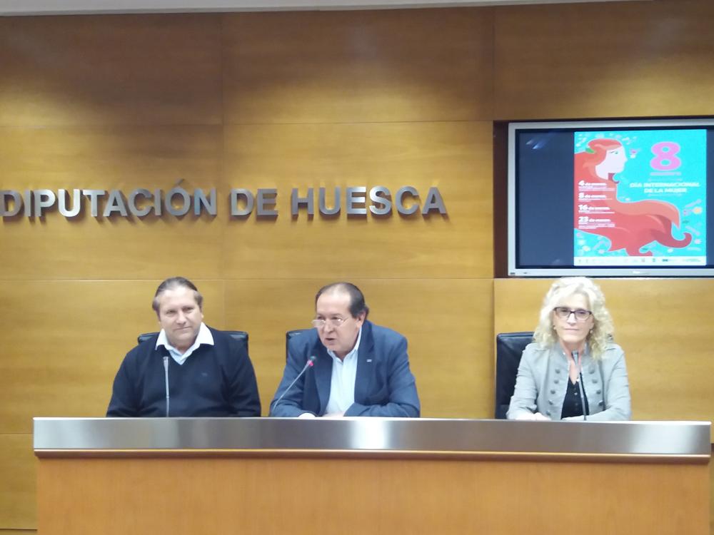 José Manuel Penella, Manuel Lamenca y Silvia Salazar, durante la presentación de esta jornada.