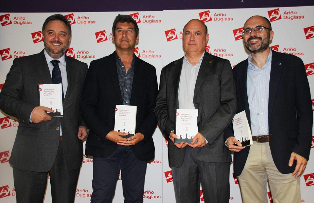 Al evento asistieron el CEO de Ariño Duglass, Raimundo García; el director del ITA, Ángel Fernández, y los dos autores del libro, Miguel Ángel Esteban y Miguel Ángel García