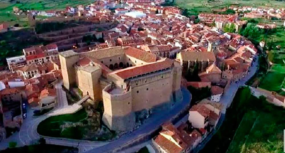 La cita tiene lugar en el Castillo de Mora de Rubielo