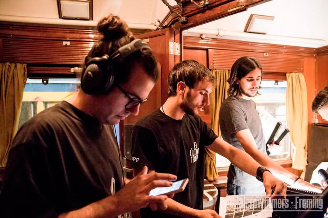 """Javier Gimeno (en el centro) junto con su equipo en el rodaje de """"Framing"""""""