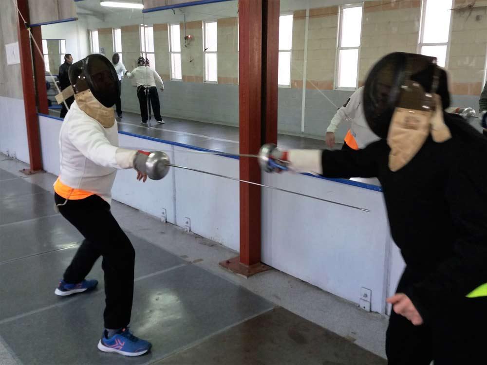 La esgrima es una de las modalidades practicadas en Atades