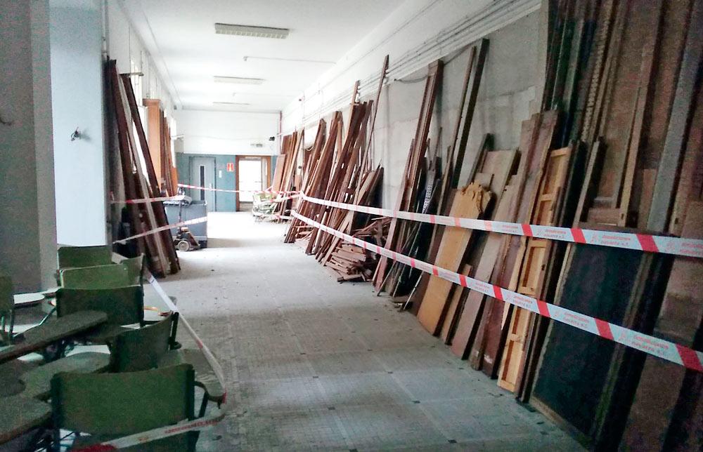En el edificio principal se está haciendo acopio del material reutilizable