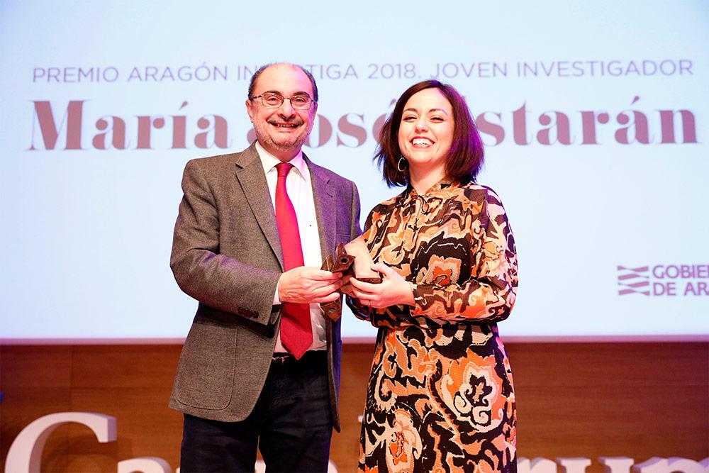 Estarán recibió el Premio Aragón Investiga  de manos del presidente Javier Lambán