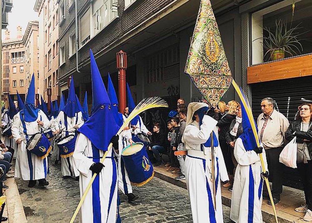Cerca de 16.000 cofrades procesionaron en el Santo Entierro
