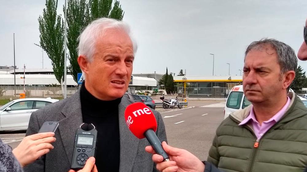 El candidato del PP al Congreso por Zaragoza, Eloy Suárez, ha visitado las instalaciones de Opel en Figueruelas