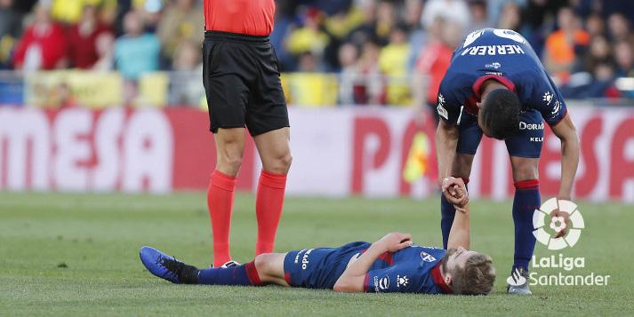 El catalán posaba con el esférico del partido tras su hat-trick. Foto: Real Zaragoza